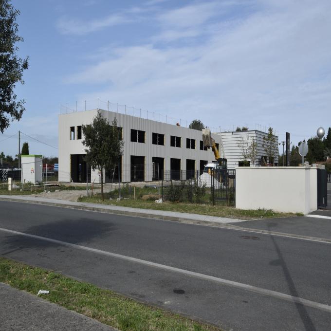 Location Immobilier Professionnel Entrepôt Ambarès-et-Lagrave (33440)
